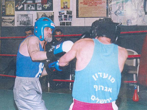 Ефим Гаммер (слева) в бою за звание чемпиона Иерусалима