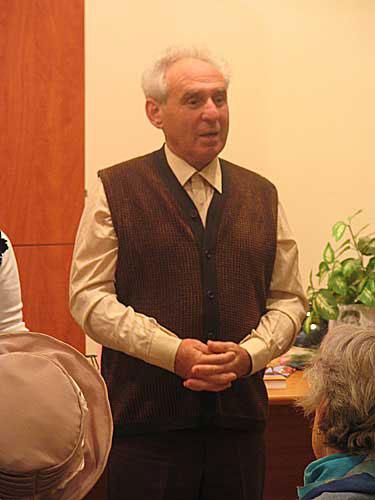 Виктор Гин на одной из встреч со зрителями.